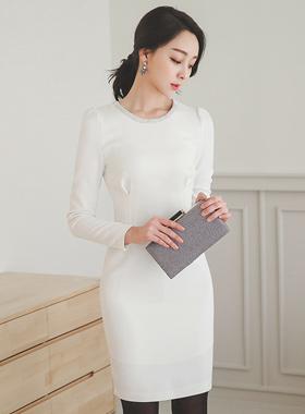 ラグジュアリースリムダーツキュービックネックドレス
