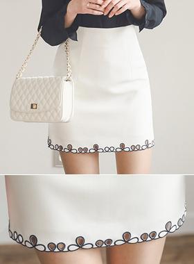 ロリパンチング刺繍スカート