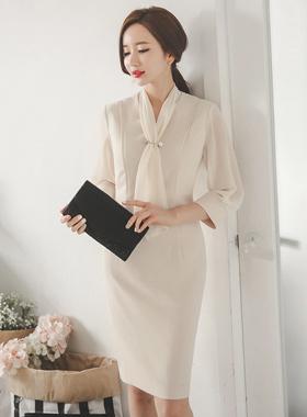 真珠のブローチシーポンスカーフドレス