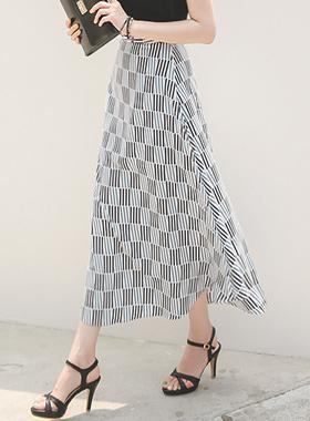 コニカルスティックパターンロングスカート