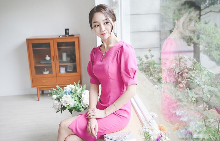 真珠ひらきネックパフ袖ドレス